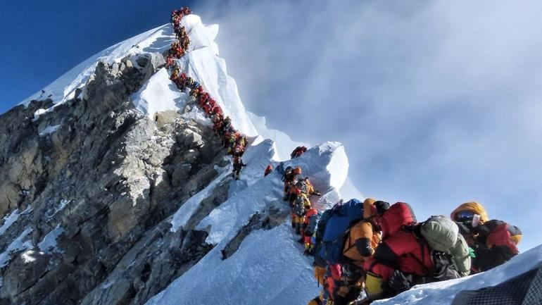 2 Indians Die In Mount Everest Traffic Jam Mountaineer S
