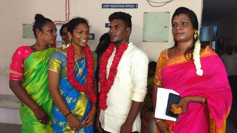In a first in Tamil Nadu, man-transwoman couple get married