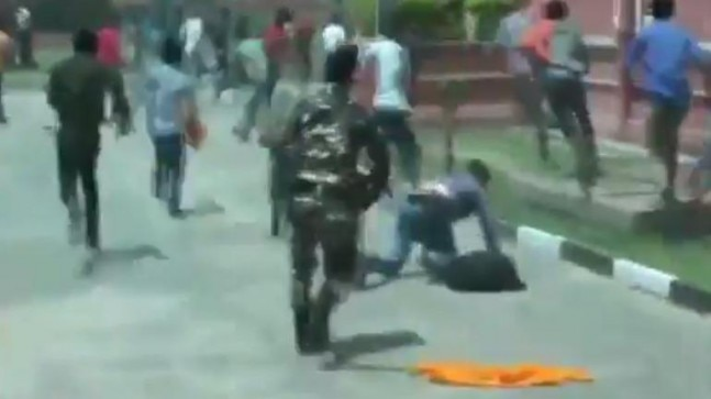 Police lathicharge protesting ABVP members in Bihar | WATCH