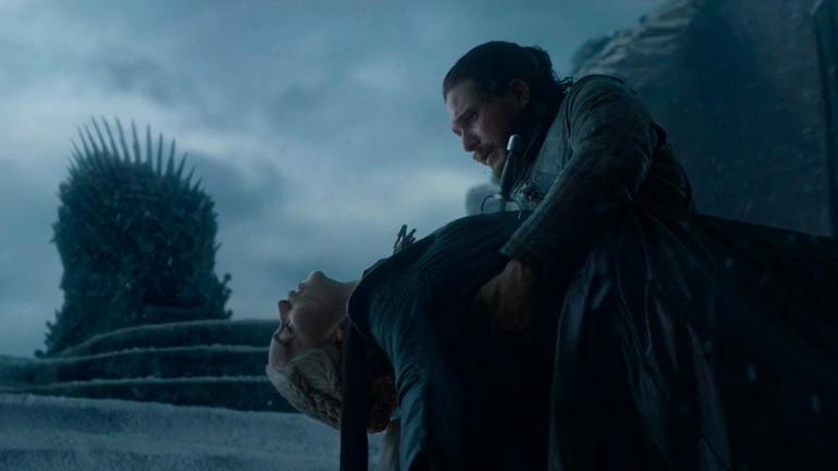 Jon Snow stabs Daenerys to death