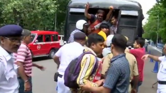 Kolkata police detains govt teachers protesting over better pay