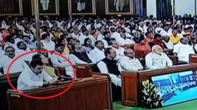 Rahul Gandhi busy browsing phone as President Kovind addresses Parliament