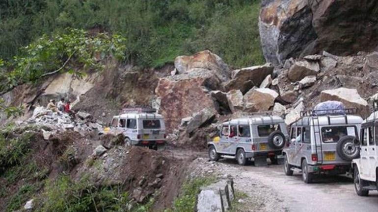 60 tourist vehicles stranded as cloudburst brings torrential rain in