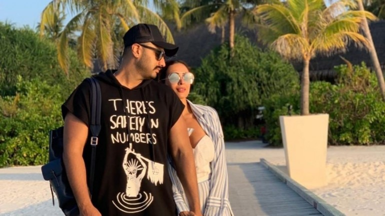 Malaika Arora makes relationship with Arjun Kapoor official with loved-up photo from New York