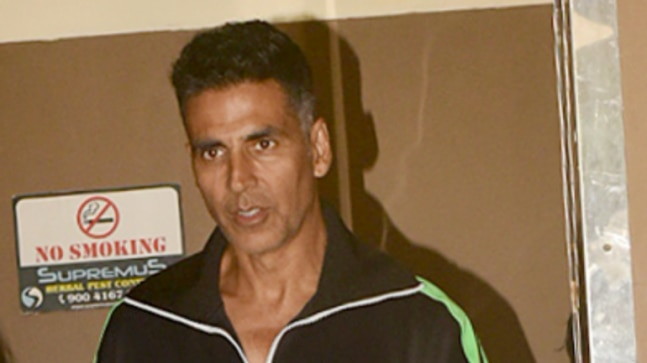 Akshay Kumar takes new hilarious challenge to make quick money. Watch video