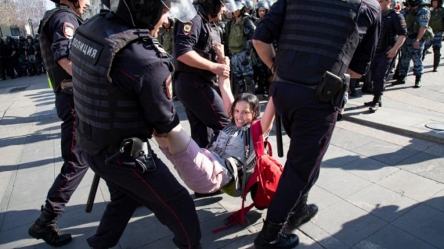 Capital City Auto >> Russian police arrest more than 1,000 in Moscow protest ...