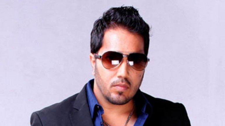 Mika Singh performs at home of Pervez Musharraf's relative in
