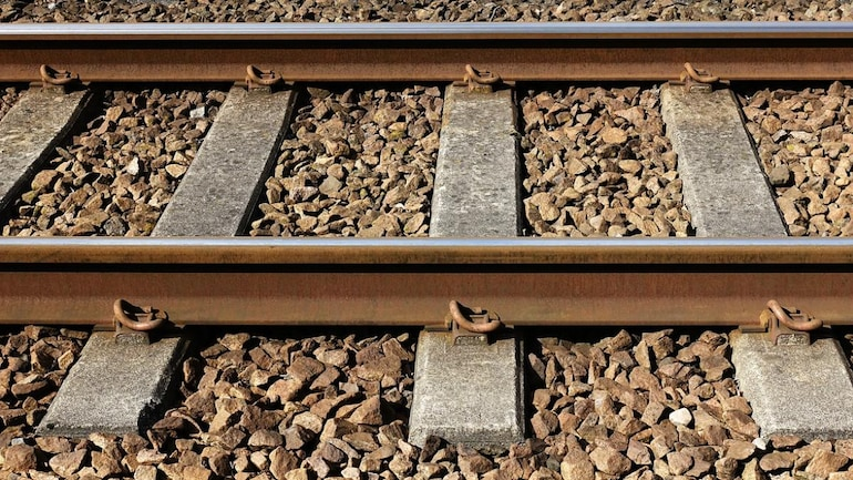 Why are there stones on railway tracks? - Education Today News