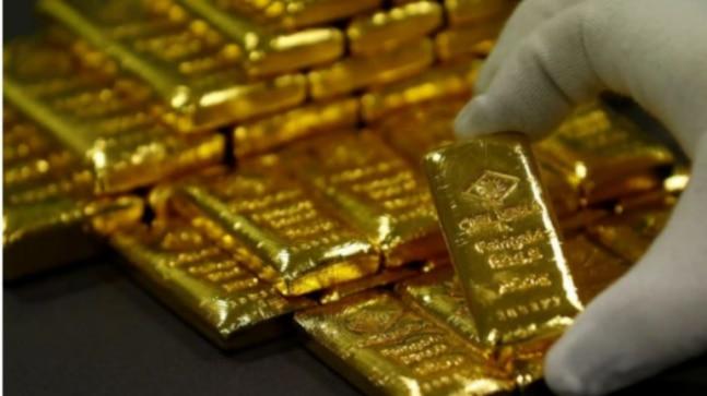 Gold Rises Over Rs 38 000 Per 10 Gm