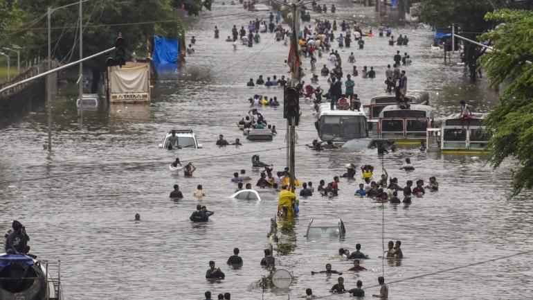 अभी-अभी: भारी बारिश और बाढ़ से डूबा यूपी, हर तरफ पानी ही पानी
