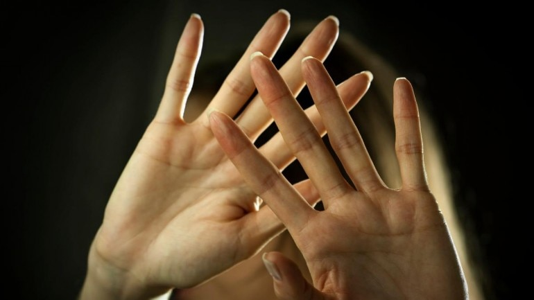 After girlfriend refuses to marry, jilted suitor tries slitting her throat
