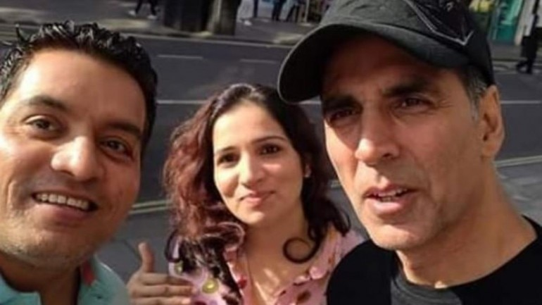 Akshay Kumar with fans