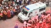 Devotees form human corridor for ambulance during Ganesh Visarjan in Pune. Twitter hearts viral video