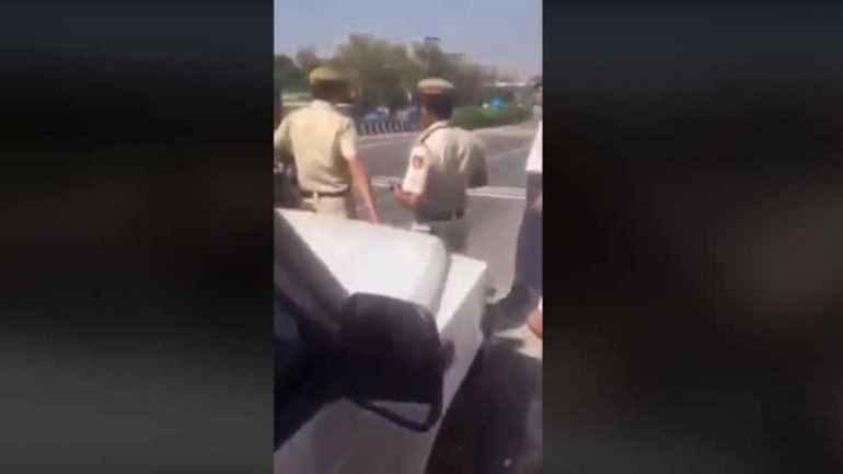 Fact Check: Misleading video resurfaces with claim that cops stopped ambulance for Manoj Tiwari's convoy