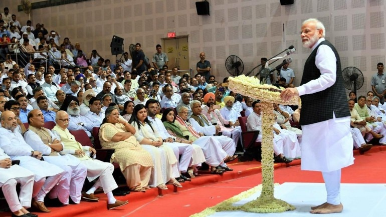 PM Modi pays emotional tribute to Arun Jaitley (Photo: Twitter)