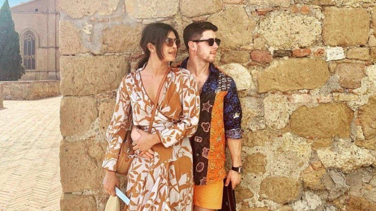Nick Jonas FaceTimes wife Priyanka Chopra after concert.