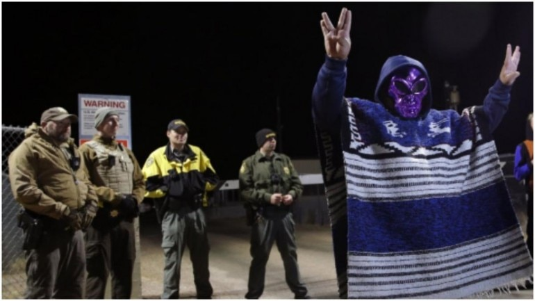 Revelers reach gates of Area 51 then peacefully rejoin party