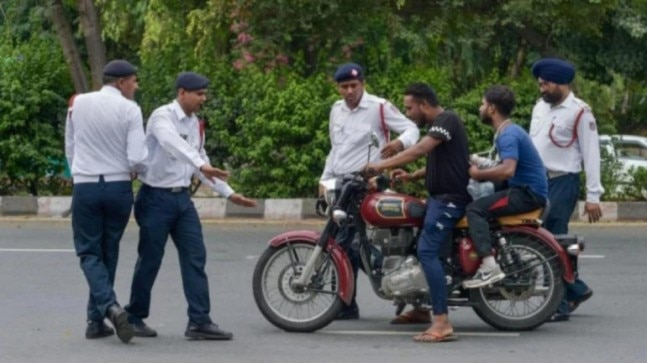 10 days of Motor Vehicles Act | Scramble for licence, touts