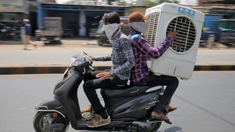 4 people die every hour in India because they do not wear a helmet