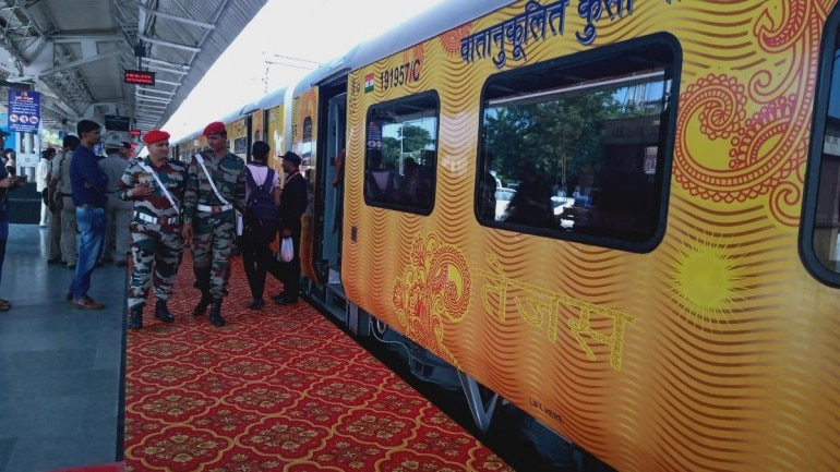 UP CM flags off India's first private train Lucknow-New Delhi ...