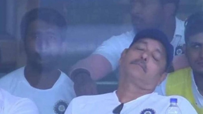 Ravi Shastri napping during the third India vs South Africa test match in Ranchi (Photo: Twitter)
