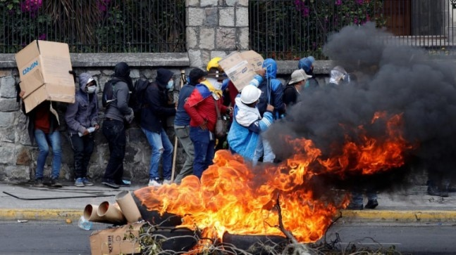 Protest leaders in Ecuador accept talks with government, president imposes Quito curfew