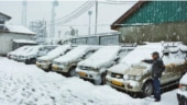 Efforts on to restore Jammu-Srinagar highway, fresh snowfall predicted in Valley
