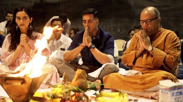Akshay Kumar and Manushi Chhillar perform hawan ahead of Prithviraj shoot.