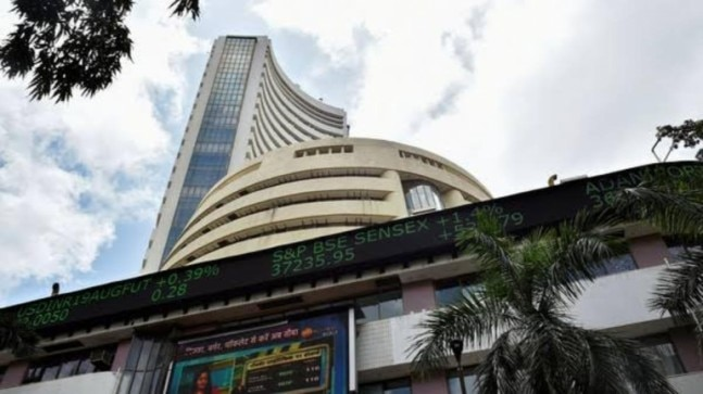 Sensex falls by 336 points ahead of GDP data, metal stocks dip - India Today thumbnail