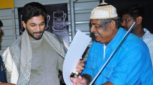 Allu Arjun to provide financial support to late fan Noor Mohammad's family. Chiranjeevi pays homage