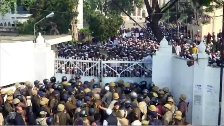 CAA protests reach Lucknow, students face off with police, both sides pelt stones