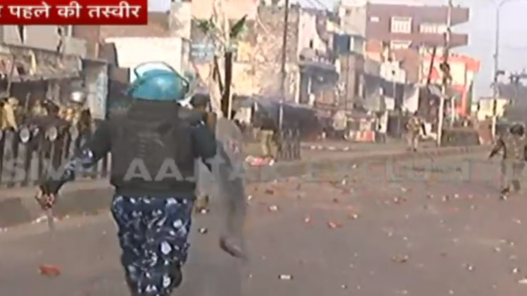 CAA protests turn violent in Lucknow: Protesters pelt stones, police use tear gas