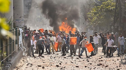 3 killed, DCP injured, cars-shops-petrol pump gutted as CAA protesters clash in Delhi