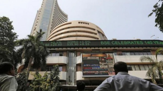 Sensex snaps 3-day rally, ends 131 points lower on recession fears