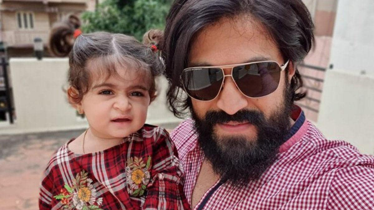 Kgf Star Yash Has A Tough Time Feeding His Baby Girl Ayra But Loves It Watch Video Movies News Загружена 08.07.2020 23:18 рубрика «ню (18+)» exif: kgf star yash has a tough time feeding