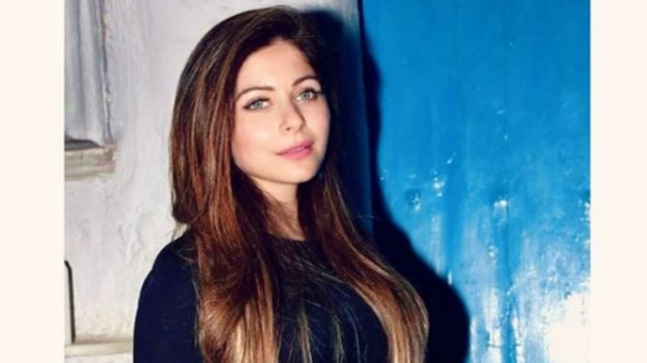 Baby Doll singer Kanika Kapoor tests coronavirus positive. She hid travel history, threw party at 5-star thumbnail