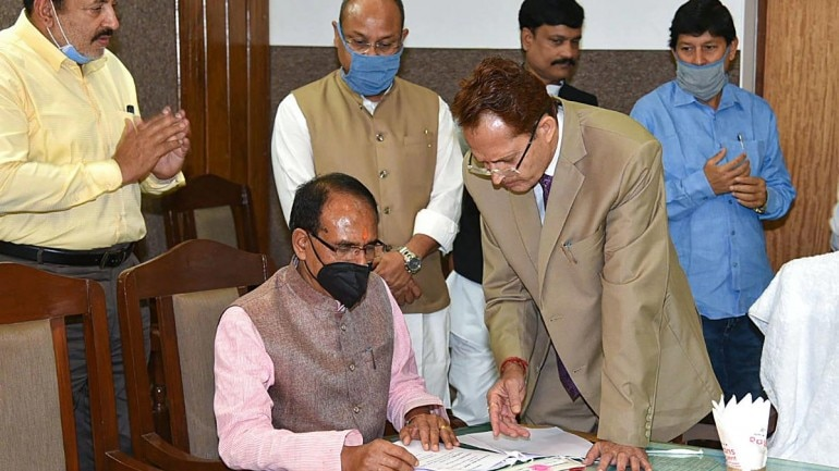 MP CM Shivraj Singh Chohan interacting with officials on March 24