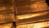 Gold rises 1% as central bank stimulus fuels investor interest