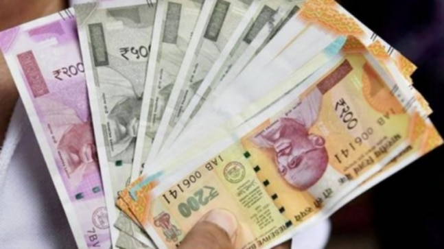 Rupee spurts 52 paise to 4-week high as dollar weakens