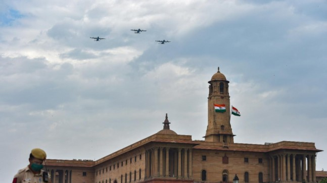 IAF flypast LIVE: Aerial salute to corona warriors by Air Force ...