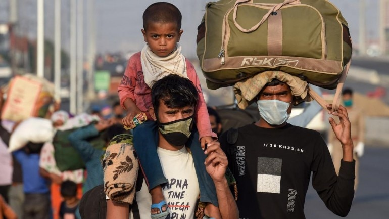 Migrants photographed near Gazipur in Delhi on May 11