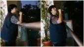 Falguni Pathak sings Kahin Door Jab Din Dhal Jaaye from balcony for neighbours. Viral video