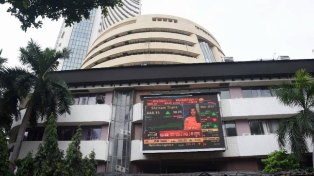 Indian shares end lower in wake of IMF outlook, surge in coronavirus cases