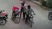 Robbers return valuables to food delivery man, hug him in Karachi. Video goes viral