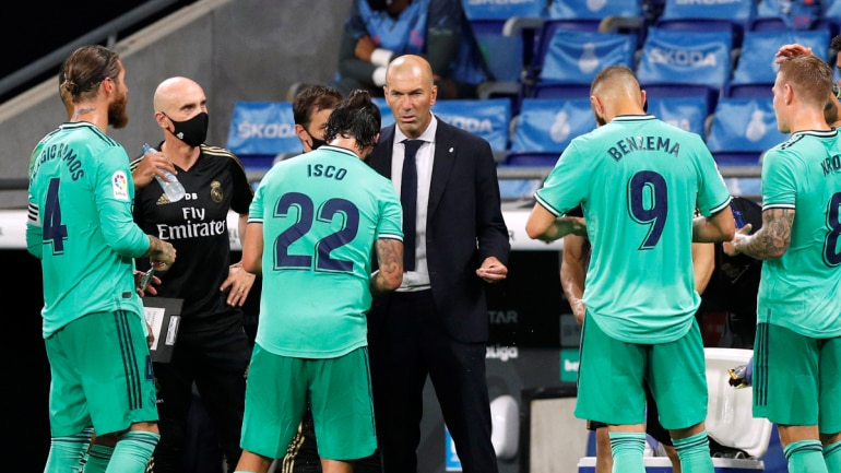 Real Madrid coach Zinedine Zidane with his players. (Reuters Photo)