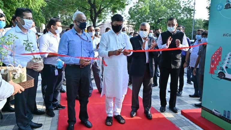 India's first public EV charging plaza inaugurated in New Delhi ...