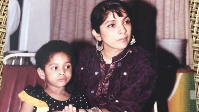 Neena Gupta shares throwback pic with daughter Masaba. Don't miss her hilarious caption