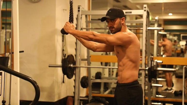 Deepak Chahar flaunts quarantine fitness ahead of IPL 2020 (Photo Courtesy: Deepak Chahar Twitter)