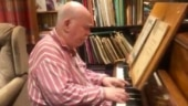 Old man suffering from dementia plays beautiful tune on piano in viral video. Twitter is crying