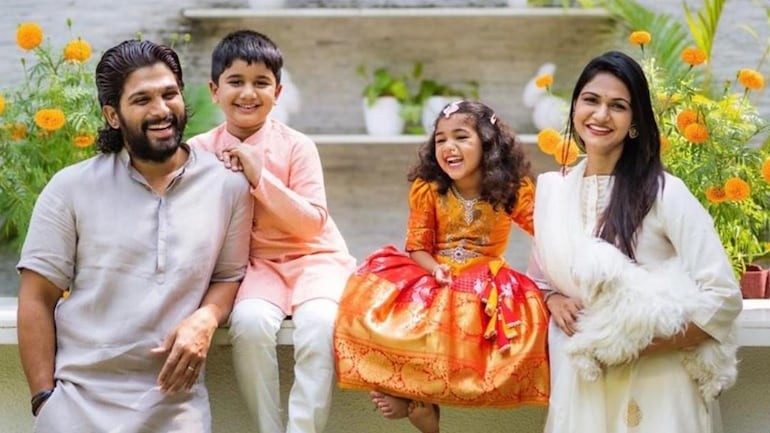 Allu Arjun Celebrates Dussehra With Wife Sneha And Kids Shares Adorable Family Photo Movies News She's not sure exactly where it was. allu arjun celebrates dussehra with